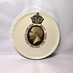 Vintage Wedgwood pottery tea pot stand, St Gennys Cornwall commemorative for the 1935 Silver Jubilee of King George V.