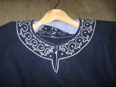 Stealing this pattern, It's a little different from the original I know  nice neck embroidery