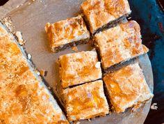 Peltilihis kannattaa jäähdyttää kunnolla ennen syömistä, jotta maut tulevat parhaiten esiin. Siksi se onkin parhaimmillaan seuraavana päivänä. Finnish Recipes, Pause Café, Savory Pastry, Spanakopita, Cornbread, Tapas, Nom Nom, Food Porn, Food And Drink