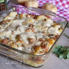 Pasticcio di patate funghi e salsiccia al forno con formaggio filante,ricetta per secondo piatto ricco e gustoso, ottimo da servire caldo ma anche tiepido