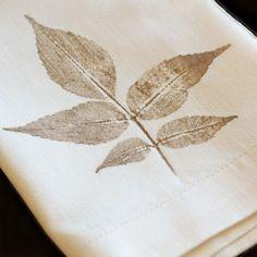Διακοσμήστε μόνοι σας τις πετσέτες φαγητού με στάμπες απο φύλλα! | Φτιάξτο μόνος σου - Κατασκευές DIY - Do it yourself