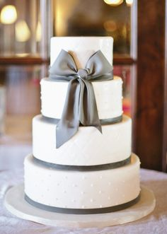 simple wedding cake not much for cake design, but this would be perfect. Bow Wedding Cakes, Wedding Bows, Elegant Wedding Cakes, Beautiful Wedding Cakes, Mod Wedding, Beautiful Cakes, Perfect Wedding, Wedding Stuff, Dream Wedding