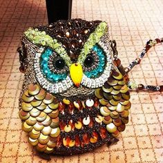 This is the owl purse I wanted, but it was too expensive. :(