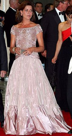 Princess Caroline of Monaco at 2002 Red Cross Ball. I believe this is the most beautiful photo I've ever seen of her. I don't know who the gown designer was, but the blushy color accentuates her beautifully. Charlotte Casiraghi, Andrea Casiraghi, Gala Gowns, Gala Dresses, Princesa Grace Kelly, Albert Von Monaco, Beatrice Borromeo, Cape Gown, Princesa Carolina