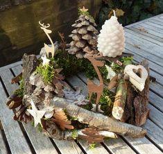 Winters tafereel met natuurlijke materialen ... leuk met een lantaarn op een terras tafel ( marjolein 131 )