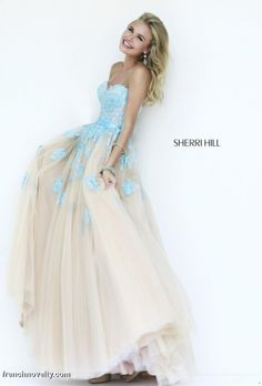 Sherri Hill 11200 Gown with Lace Appliques i so love Sherri Hill dresses and gowns all sooo beautiful A Line Prom Dresses, Tulle Prom Dress, Dance Dresses, Homecoming Dresses, Formal Dresses, Dresses 2016, Wedding Dress, Lace Dress, Elsa Dress