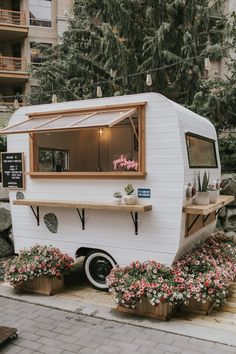 Cafe Shop Design, Cafe Interior Design, Mobile Coffee Shop, Mobile Coffee Cart, Coffee Food Truck, Mini Cafe, Coffee Trailer, Coffee Van, Bar Restaurant