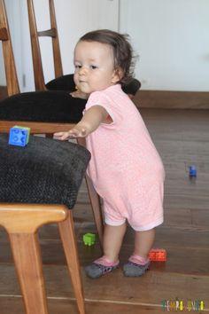 Brincadeira simples para incentivar seu bebê a andar