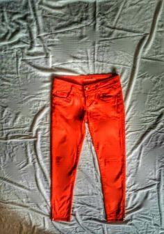 Czerwone/ pomaranczowe spodnie rurki z zameczkami Khaki Pants, Fashion, Moda, Khakis, Fashion Styles, Fashion Illustrations, Trousers