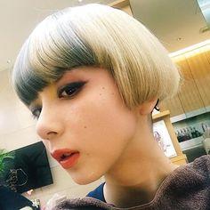 私です。 ちょいと違う、私。  #ハイトーン#ヅラやで#可愛かった#メイク#ヘアー#髪の毛で人は変わる Instagram