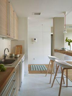 Indian Home Interior Indian Home Interior, Luxury Homes Interior, Modern Interior, Home Interior Design, Interior Styling, Interior Plants, Chaise Snack, Kitchen Layout, Kitchen Design