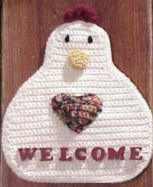 Cute Crochet Chat: Chicken WELCOME Door or Wall Hanging, leave out the plastic canvas, wooden letters, and acrylic paint (embroider with yarn) to make a hot pad Chicken Crochet Potholder, Crochet Chicken, Crochet Potholders, Crochet Home Decor, Crochet Crafts, Yarn Crafts, Crochet Projects, Diy Crafts, Crochet Hot Pads