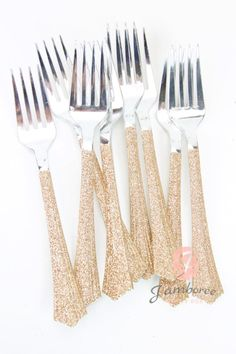 Beautiful rose gold glitter plastic fork. These are a perfect addition to parties, graduation parties, weddings, and birthdays. Intended for one time use Size: 7 in Length  Please send us a message for a custom color/design.  At Jamboree, we love our glitter, but hate glitter flakes! Therefore, we seal everything that has glitter to prevent extensive glitter shed.  Please include your party date with your order.   Follow Jamboree-Party Box on Facebook for special savings and products…