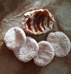 Omenapiirakka ja tattarileipiä Stuffed Mushrooms, Vegetables, Food, Stuff Mushrooms, Essen, Vegetable Recipes, Meals, Yemek, Veggies