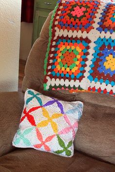 Quilt Inspired Crochet Pillow Pattern by Easymakesmehappy, via Flickr