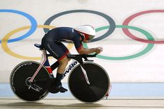 Britain's Laura Trott competes in the women's Team Pursuit qualifying track cycling event at the Velodrome during the Rio 2016 Olympic Games in Rio de Janeiro on August 11, 2016. / AFP / Odd Andersen