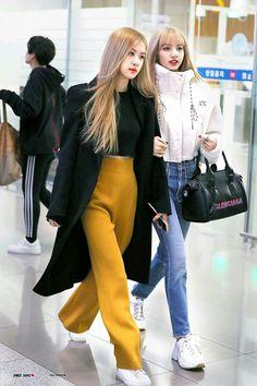 Chaelisa/lisro Limario and pasta airport fashion Blackpink Outfits, Kpop Fashion Outfits, Blackpink Fashion, Korean Outfits, Asian Fashion, Casual Outfits, Fashion Trends, Petite Fashion, Work Outfits