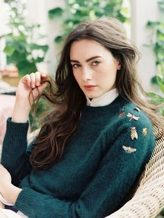 Vanessa Jackman - green sweater with broches Vanessa Jackman, Fashion Images, Look Fashion, Fashion Details, Fashion Beauty, Fashion Models, Milan Fashion, Diy Fashion, Fashion Clothes