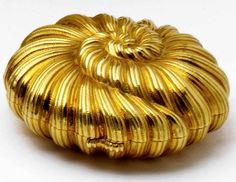 18 KARAT GOLD 'COQUILLAGE' COMPACT, SCHLUMBERGER FOR TIFFANY & CO., CIRCA 1953