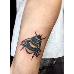 Vida Loca Tattoo Bolton artist Leah Rose's Bee  #beetattoo #tattooartist  #tattoodesign #vidalocatattoo #tattoos #tattooideas #femaletattoo #maletattoo #blackandgrey #brightandbold #ink #inked #tattoolife #girlswithtattoos #guyswithtattoos