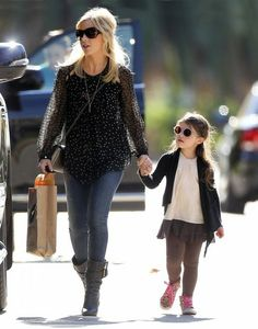 'The Crazy Ones' actress Sarah Michelle Gellar and her daughter Charlotte leaving a 'Mommy & Me' class in Brentwood, California on December ...