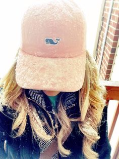 Preppy outfit in the snow with a herringbone vest and Vineyard Vines ball cap Preppy Outfits, Winter Outfits, Cute Outfits, Country Outfits, Winter Clothes, Preppy Southern, Southern Belle, Southern Prep, Southern Living
