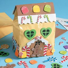If you need some pretty gift bags for small Christmas gifts, you can turn a brown lunch bag into a beautiful gingerbread house gift bag. Preschool Christmas, Christmas Crafts For Kids, Christmas Activities, Holiday Crafts, Holiday Fun, Fun Crafts, Small Christmas Gifts, Christmas Bags, Christmas Paper