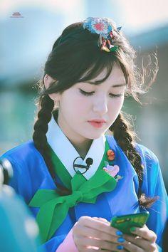 Jeon Somi, Cute Korean, Korean Girl, Kpop Girl Groups, Kpop Girls, Love Cartoon Couple, Sketch Poses, Girl Bands, Arts And Entertainment