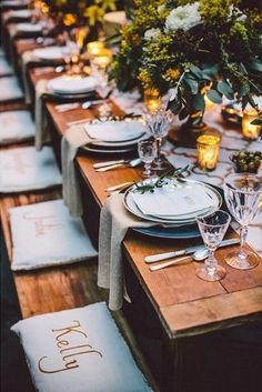 Individual seating pillows for each guest From Cocoa to Rust 4 Wedding Palette Options You Will Love This Season http://2via.me/Px1S4klT11