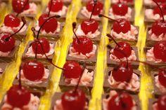 Caixinha de chocolate com recheio de trufa frutas do bosque com cream cheese da Le Truquê Chocolateria