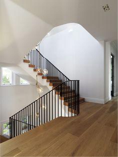 Heritage and Modernity - Luigi Rosselli Architects (escadas + pendente luminária) Wood Staircase, Stair Railing, Staircase Design, Stair Design, Railings, Modern Victorian, Victorian Homes, Stairs Architecture, Interior Architecture