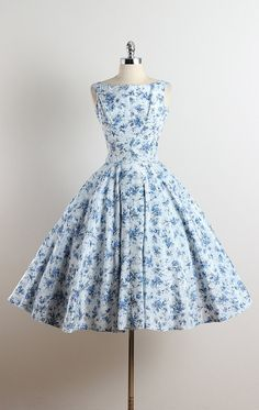 SAPPHIRE FRONDS ➳ vintage 1950s dress * white acetate * cotton lining * blue floral print * metal side zipper * gorgeous full skirt condition | excellent