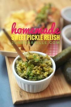 My homemade sweet pickle relish recipe: ready in 5 minutes! This relish is a great topping for hot dogs, tacos or hamburgers! Fruit Kabobs, Seafood Appetizers, Yummy Appetizers, Aioli, Antipasto, Avocado Toast, Nutella, Boiled Ham, Latte