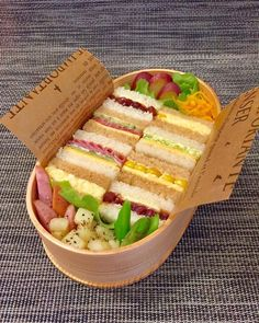 Tiny sandwich Japanese bento cooking food bento bentobox colorful Tiny sandwich Japanese bento cooking food bento bentobox colorful 25 Healthy Cold Lunch IdeasTired of the same boring lunches? If you want to eat healthy yet Comida Picnic, Food Porn, Good Food, Yummy Food, Eat This, Bento Recipes, Healthy Recipes, Think Food, Cafe Food