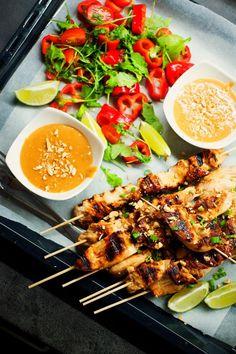 Thai chicken satay with peanut sauce  – Jezte sláskou