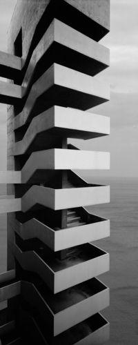 Aitor Ortiz Destructuras 049, 1995 Fotografía entre aluminio y metacrilato brillo 250 X 100 cm (Edición de tres ejemplares). 125 X 50 cm (Edición de siete ejemplares)