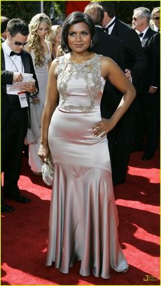 Generally I don't like shiny fabrics but Mindy Kaling looks great in this dress.