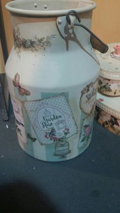 Decoration Shabby, Decoupage Furniture, Milk Cans, Make Your Own, Tea Pots, Vintage Items, Arts And Crafts, Etsy Shop, Diy