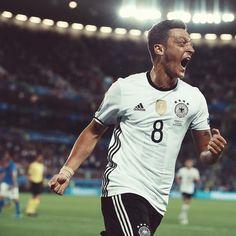 fans dari #Ozil mana dong ankgat jempolnya.... @m10_official #Germany
