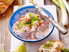 Our popular recipe for tuna cream cheese dip and more than other free recipes on LECKER. Our popular recipe for tuna cream cheese dip and more than other free recipes on LECKER. Quick Soup Recipes, Beef Soup Recipes, Fall Soup Recipes, Quick And Easy Soup, Free Recipes, Pesto Hummus, Chutneys, Slow Cooker Soup Vegetarian, Clean Eating Soup