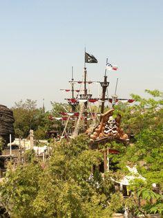 pirate ship disneyland paris.