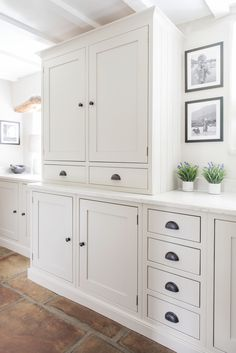 Non-white kitchen. Love the color of these cabinets and also the hex terracotta… – White N Black Kitchen Cabinets White Shaker Kitchen, Shaker Kitchen Cabinets, Kitchen Units, Kitchen Cupboard, Kitchen Handles, Cabinet Handles, Cabinet Hardware, Kitchen Storage, Farmhouse Style Kitchen