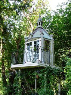 Tree House, Seattle, Washington  photo by shedstyle