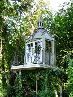 Tree House, Seattle, Washington  photo by shedstyle