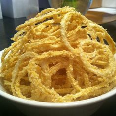 onion rings coated in cashew flour and nooch! Vegan Raw, Vegan Food, Smoothie Recipes, Smoothies, Raw Food Recipes, Healthy Recipes, Dehydrator Recipes, Onion Rings, Air Fryer Recipes