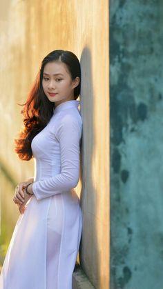 the white ribbon Vietnamese Traditional Dress, Vietnamese Dress, Traditional Dresses, Ao Dai, Sexy Asian Girls, Asian Ladies, Beautiful Asian Women, Looks Style, Asian Woman
