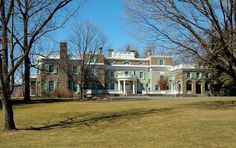 Roosevelt National Historic Site preserves the Springwood estate in Hyde Park, New York, United States of America. Hyde Park New York, Roosevelt House, Places To See, Places Ive Been, Hudson Valley, Hudson River, New York Travel, Summer Travel, Historical Sites