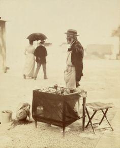 """""""Marchand de nougats"""", photographie d'Eugène Atget (1857-1927). Paris, musée Carnavalet."""