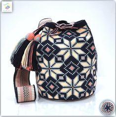 Wayuu bag single thread รุ่น Premium quality ⭕️Sold out⭕️ Crochet Handbags, Crochet Purses, Cute Crochet, Knit Crochet, Mochila Crochet, Tribal Bags, Tapestry Crochet Patterns, Tapestry Bag, Boho Bags