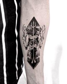"JAMES RAMOS on Instagram: ""🔱 God of the Sea 🔱 Gracias Pedro por dejarme hacer este diseño en tu piel. La idea fue sacada de un tatuaje del gran artista…"" Poseidon Tattoo, Sleeve Tattoos, Skull, Ideas, Sleeves, Instagram, Bouquets, Tattoo, Thanks"
